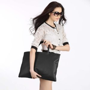 Leather Folio Tote_Black-model